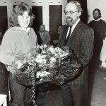 Die Gesamthochschule Kassel wächst und wächst: 1987 sind mehr als 10.000 Studierende immatrikuliert und Präsident Prof. Dr. Franz Neumann begrüßt die 10.000 Studierende. Damit hat die GhK ihre Sollstärke von 10.000 Studienplätzen, die im 1970 vorgelegten Hochschulentwicklungsplan anvisiert wurden, schon vor 1990 erreicht.