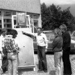 Studierende präsentieren 1979 bei der polytechnischen Woche einen selbstgebauten Sonnenkollektor. Nach einer Testphase startet der Studiengang Polytechnik/Arbeitslehre im Wintersemester 1979/80 mit einer engen Verzahnung von Theorie und Praxis. Auch hier ist die GhK eine der ersten Hochschulen in der Bundesrepublik Deutschland, die diesen Studiengang einführt. Polytechnik/Arbeitslehre kann als Schulfach für das Lehramt studiert werden.